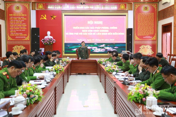 Tướng Nguyễn Hữu Cầu chỉ đạo CSGT hạn chế đo nồng độ cồn phòng chống dịch virus Corona